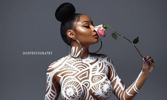 Art Or Trash? - What Do You Think About This N*ked Lady's Photo